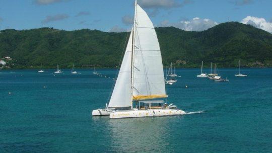 La location de catamaran avec skipper en Martinique pour une journée